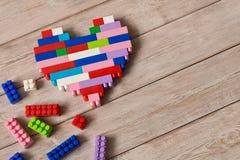 Πολύχρωμο πλαστικό σύνολο κατασκευής Εκπαιδευτικά παιχνίδια παιδιών ` s στοκ φωτογραφίες με δικαίωμα ελεύθερης χρήσης