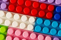 Πολύχρωμο πλαστικό σύνολο κατασκευής Εκπαιδευτικά παιχνίδια παιδιών ` s κλείστε επάνω στοκ εικόνες