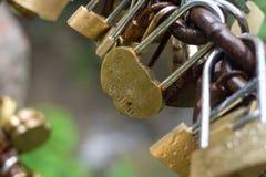 Πολύ κλείδωμα καρδιών της κινεζικής αγάπης Στοκ φωτογραφία με δικαίωμα ελεύθερης χρήσης
