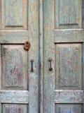 Πολύ παλαιές ξύλινες πόρτες Στοκ εικόνα με δικαίωμα ελεύθερης χρήσης