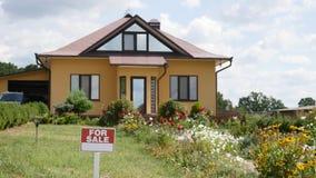 Πολύ όμορφο σπίτι για την πώληση απόθεμα βίντεο