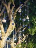 Πολύ Nazar boncugu βίδωσε σε ένα δέντρο Τουρκία Στοκ εικόνες με δικαίωμα ελεύθερης χρήσης