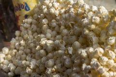 Πολύ popcorn popcorn στο πάρκο στοκ εικόνα με δικαίωμα ελεύθερης χρήσης