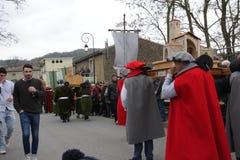 Πομπή ανθρώπων κατά τη διάρκεια του φεστιβάλ στο Aude Στοκ Εικόνες