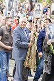 Πομπή των ανθρώπων στο αθάνατο σύνταγμα στην ετήσια νίκη Στοκ Φωτογραφίες