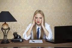 Πονοκέφαλος της σκληρής δουλειάς στοκ φωτογραφίες