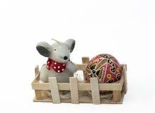 Ποντίκι με το αυγό Πάσχας Στοκ εικόνα με δικαίωμα ελεύθερης χρήσης