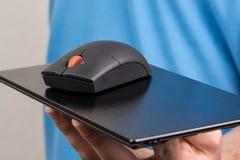 Ποντίκι που παρουσιάζεται σε ένα πιάτο στοκ φωτογραφίες με δικαίωμα ελεύθερης χρήσης