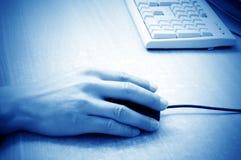 ποντίκι χεριών υπολογιστών στοκ εικόνες