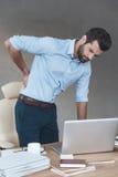 πονώντας πίσω τραυματισμός εικόνας βίωσης σπορείων αποκορεσμένος το αρσενικό soreness ώμων πόνου λαιμών μυών ατόμων μερικώς αυστη Στοκ εικόνες με δικαίωμα ελεύθερης χρήσης