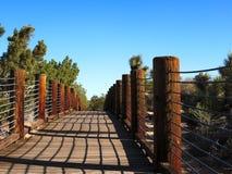 Πορεία μέσω της κονσέρβας ερήμων φύσης με τις ξύλινα σανίδες και τα σχοινιά στοκ φωτογραφία με δικαίωμα ελεύθερης χρήσης