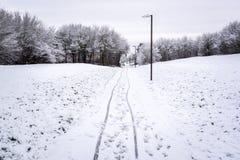 Πορεία ποδηλάτων που καλύπτεται από το χιόνι το βρετανικό χειμώνα 2 Στοκ εικόνες με δικαίωμα ελεύθερης χρήσης