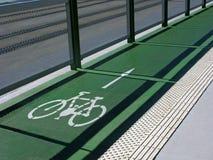 Πορεία, σημάδι και κατεύθυνση ποδηλάτων Στοκ εικόνες με δικαίωμα ελεύθερης χρήσης