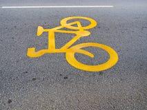 Πορεία σημαδιών ποδηλάτων στο δρόμο Στοκ Εικόνες