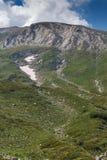 Πορεία στην αναρρίχηση μιας αιχμής Vihren, βουνό Pirin Στοκ εικόνα με δικαίωμα ελεύθερης χρήσης