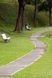 Πορεία φύσης με τον κήπο Στοκ φωτογραφία με δικαίωμα ελεύθερης χρήσης