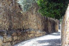 Πορεία Cobbled κατά μήκος του τοίχου Alanya, Τουρκία φρουρίων Στοκ εικόνα με δικαίωμα ελεύθερης χρήσης