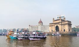 Πορθμεία κοντά στην πύλη της Ινδίας σε Mumbai, Ινδία στοκ εικόνες
