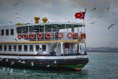 πορθμεία Κωνσταντινούπο&lam Τα πορθμεία κατόχων διαρκούς εισιτήριου έχουν λειτουργήσει στο θόριο Στοκ Εικόνα