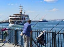 πορθμεία Κωνσταντινούπο&lam Τα πορθμεία κατόχων διαρκούς εισιτήριου έχουν λειτουργήσει στο θόριο Στοκ Εικόνες