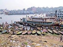 Πορθμεία στο λιμένα Dhaka, ποταμός Buriganga, Sadarghat, Dhaka, Μπανγκλαντές στοκ εικόνα