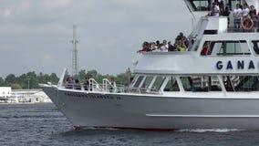 Πορθμείο επιβατών, βάρκες, σκάφη, τουρίστες, διακοπές απόθεμα βίντεο