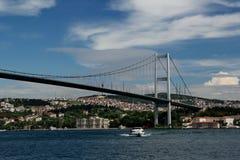 πορθμείο Κωνσταντινούπολη γεφυρών bosphorus που περνά την Τουρκία Στοκ Εικόνα