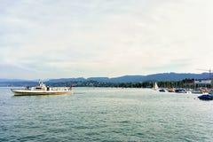 Πορθμείο ποταμών στη λίμνη Ελβετός της Ζυρίχης Στοκ φωτογραφία με δικαίωμα ελεύθερης χρήσης
