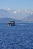 Πορθμείο που διασχίζει στη λίμνη (lago) Maggiore, Ιταλία Στοκ φωτογραφία με δικαίωμα ελεύθερης χρήσης