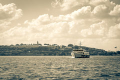 Πορθμείο που διασχίζει Bosphorus στη Ιστανμπούλ στοκ εικόνες