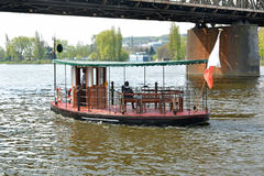 Πορθμείο πόλεων στον ποταμό Στοκ Εικόνες