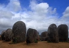 Πορτογαλία, περιοχή του Αλεντέιο, της Evora Chromlech των μόνιμων πετρών γρανίτη Almendres Στοκ φωτογραφίες με δικαίωμα ελεύθερης χρήσης