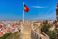 Πορτογαλική σημαία στον τοίχο φρουρίων, Λισσαβώνα, Πορτογαλία Στοκ φωτογραφίες με δικαίωμα ελεύθερης χρήσης