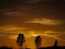 Πορτογαλικό λαμπρό κίτρινο και γκρίζο νεφελώδες ηλιοβασίλεμα στοκ φωτογραφίες