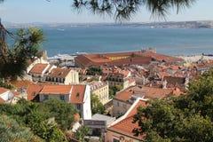 Πορτογαλία, Λισσαβώνα, άποψη του ποταμού και των στεγών της Λισσαβώνας Στοκ Φωτογραφία