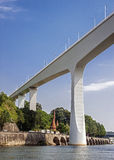 Πορτογαλία, Πόρτο - μια πόλη έξι γεφυρών Γέφυρα Pont τρεις-αψίδων Στοκ Φωτογραφία