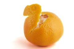 πορτοκάλι που ξεφλουδίζεται εν μέρει Στοκ Φωτογραφίες