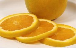 πορτοκάλι που τεμαχίζετ& Στοκ Φωτογραφία