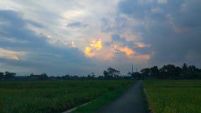 Πορτοκάλι στο μπλε ουρανό στοκ φωτογραφία με δικαίωμα ελεύθερης χρήσης