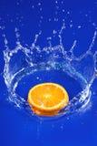 Πορτοκάλι στο ύδωρ στοκ εικόνα