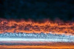 πορτοκάλι σύννεφων Απαίσιο ηλιοβασίλεμα στοκ φωτογραφία με δικαίωμα ελεύθερης χρήσης