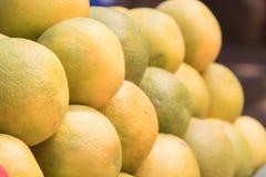 Πορτοκάλια για την πώληση σε ένα τοπικό κατάστημα φρούτων Στοκ φωτογραφία με δικαίωμα ελεύθερης χρήσης