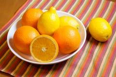 Πορτοκάλια και λεμόνια Στοκ Εικόνες