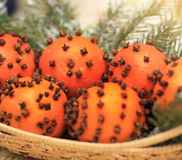 Πορτοκάλια με τη διακόσμηση γαρίφαλων Στοκ Φωτογραφία