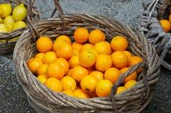 Πορτοκάλια σε ένα καλάθι Στοκ εικόνες με δικαίωμα ελεύθερης χρήσης