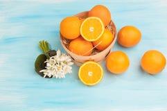Πορτοκάλια σε ένα καλάθι στοκ εικόνα