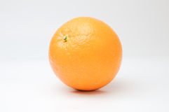 Πορτοκάλια στην άσπρη ανασκόπηση Στοκ εικόνα με δικαίωμα ελεύθερης χρήσης