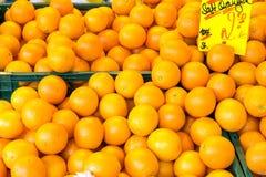 Πορτοκάλια στην αγορά φρούτων Στοκ Εικόνες