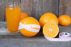 Πορτοκάλι, διατροφή έννοιας φρούτων σε ένα ξύλινο πάτωμα Στοκ φωτογραφία με δικαίωμα ελεύθερης χρήσης
