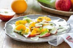 Πορτοκάλι με τη Apple και τη σαλάτα μαράθου Στοκ εικόνα με δικαίωμα ελεύθερης χρήσης